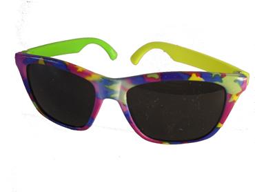 9935c9805660 Børnesolbrille i fine farver med én gul og én grøn stang . UV beskyttelse (1 -2 år)