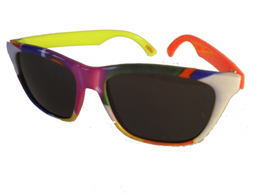 99e00fc64b37 Børnesolbrille i fine farver med én gul og én orange stang . UV beskyttelse  (1-2 år)