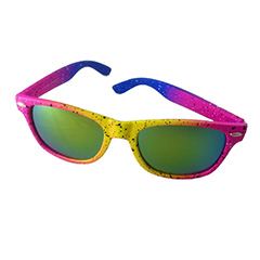 Multifarvet neon solbrille i spraymalings look.