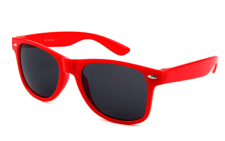 93930238c697 Wayfarer solbrille i rød - Design nr. 3503