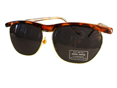 Tortoise brun solbrille i clubmaster look.